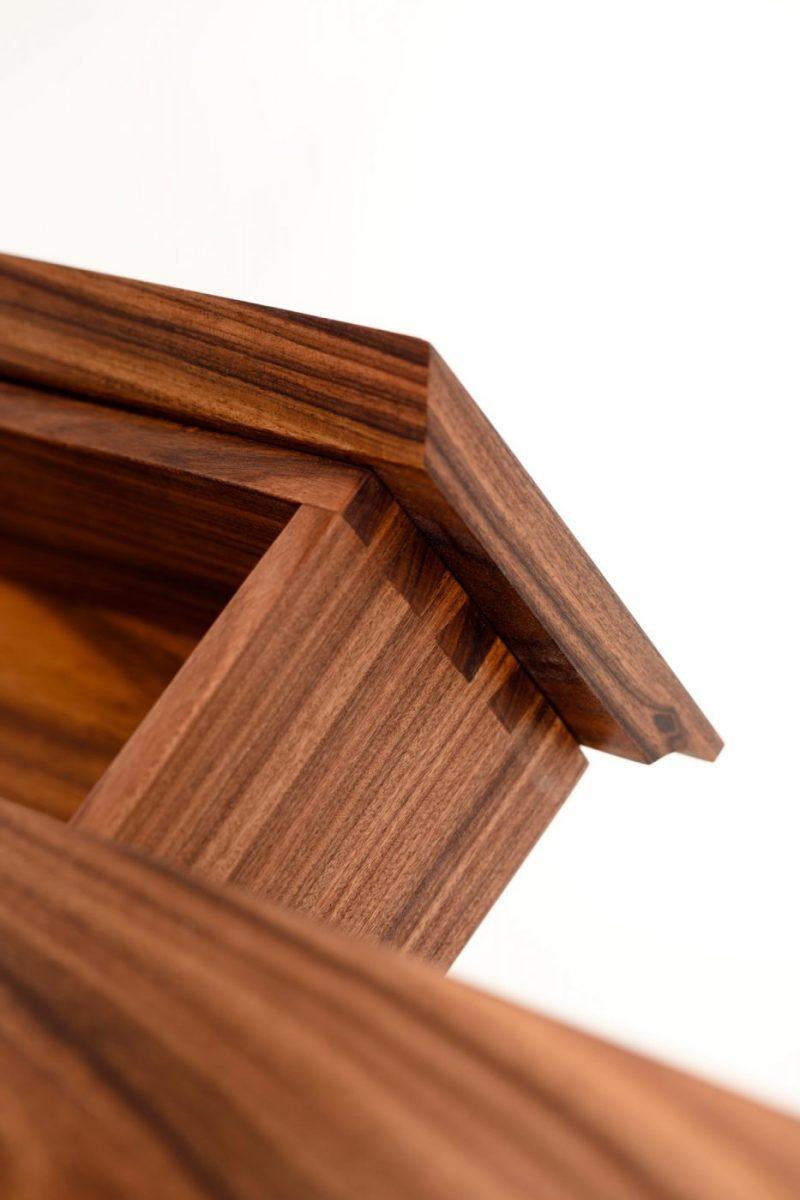 Schuster Innenausbau aus Salach – Massivholzmöbel Schubkasten Nussbaum