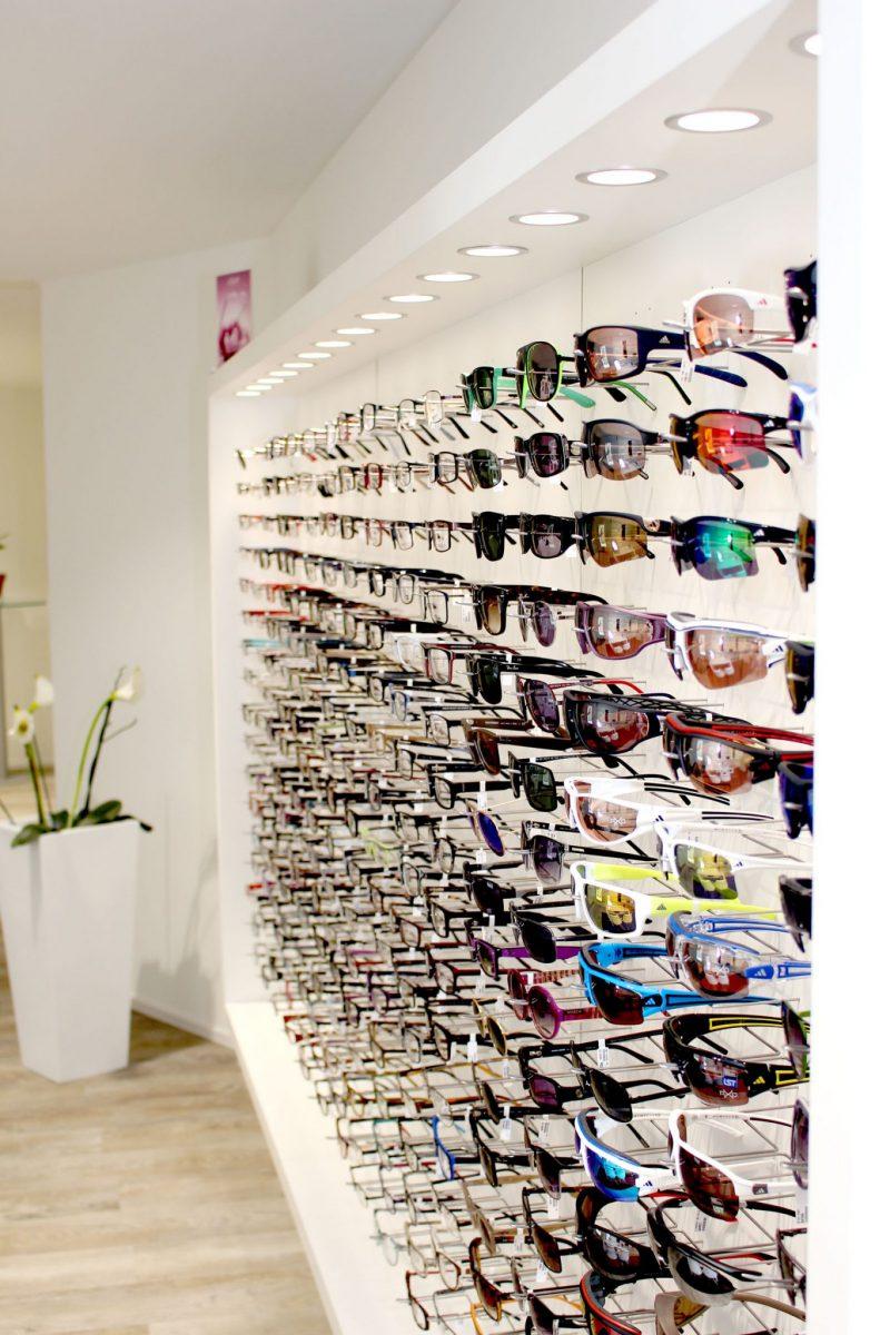 Schuster Innenausbau aus Salach – Warenpräsentation Optiker