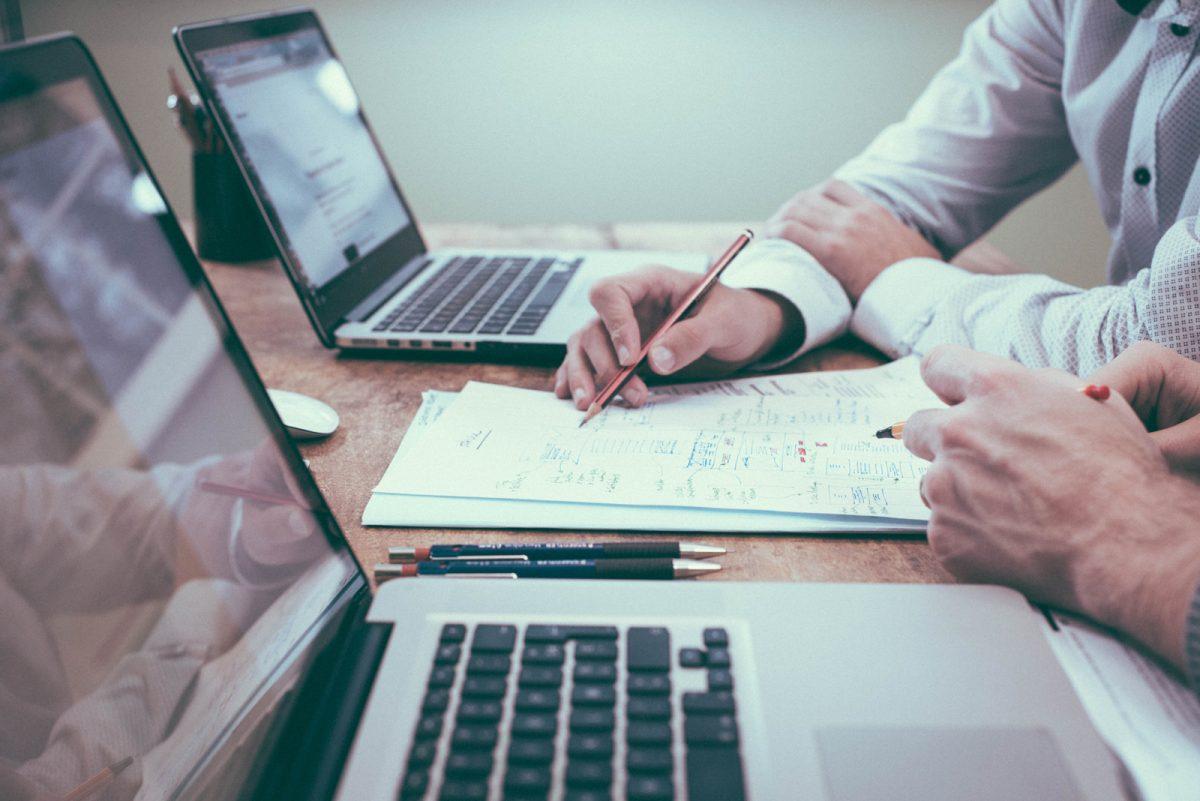 Als Generalunternehmer können wir Ihnen Ihren exklusiven Innenausbau planen und überwachen. Vom ersten Entwurf bis hin zur Fertigstellung werden Sie von einem unseren Experten kompetent beraten und betreut.