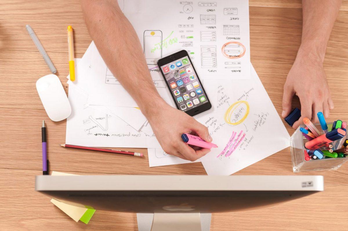 """Warum sollen wir Ihren Laden- und Innenausbau übernehmen? Wenn wir von Ihnen für den Ladenbau beauftragt werden, können Sie sich auf Einrichtungen nach Maß und die Vorzüge des professionellen Innenausbaus entscheiden. Als einer der ersten Adresse unter allen Stuttgarter Tischlereien bieten wir Ihnen ein reichhaltiges Portfolio an Leistungen, Kreativität und langjährige Erfahrung im Handwerk. Klassische Ladenkonzepte realisieren wir mit gleicher Aufmerksamkeit wie kreative Lösungen, die sich am Raum orientieren und komplexe Ladengestaltungen ermöglichen. Bei uns wählen Sie nicht die """"Katze im Sack"""", sondern sehen Ihr geplantes Geschäft in der Virtual Reality Präsentation im Vorfeld."""