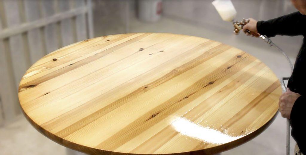 aufbereiten und behandeln einer esstisch massivholzplatte lackieren