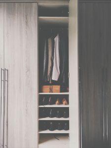Einbaumöbel-Kleiderschrank-aufbewahrung