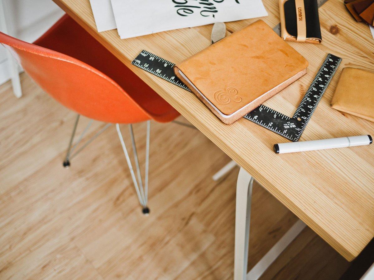 Planung Mit unserer Checkliste, die für Ihre Ansprüche konzipiert wurde, helfen wir unseren Kunden eine Bedarfsanalyse vorzunehmen. Konzipiert wurde diese Checkliste, um das beste aus dem individuellen Möbelstück heraus zu holen. Anschließend werden wir bei Bedarf ein Vorort Aufmaß nehmen, um bei passgenauen Einbaumöbel jeden Millimeter auszunutzen. Unsere Planungsabteilung wird dann einen Entwurf für die jeweiligen Ansprüche fertigen. Nach erfolgreiche Auswahl des Entwurfs und der Holzauswahl mit unseren Kunden werden wir Ausführungszeichnungen herstellen, um jedes noch so kleine Detail am Möbelstück mit unseren Kunden zu besprechen.