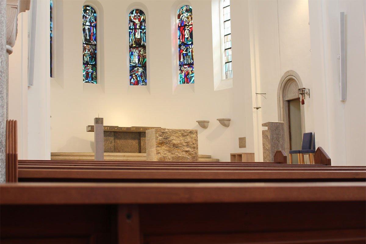 Schuster Innenausbau aus Salach – Restauration der Katholischen Kirche St. Margaretha in Salach Altar