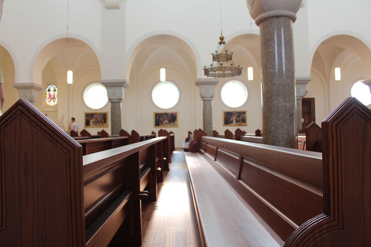 Schuster Innenausbau aus Salach – Restauration der Katholischen Kirche St. Margaretha in Salach Kirchenbänke