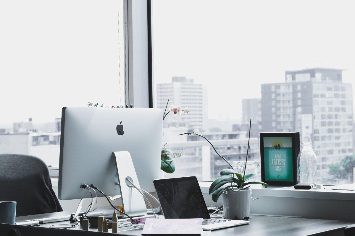 Planung Ladenbau Von Beginn an werden Sie von einem unseren Spezialisten begleitet, der Sie zur Hand nimmt und mit Ihnen Ihren einzigartigen Ladenbau realisiert. Dabei steht hinter dem Spezialisten ein Team, das sich um das Design, Produktion und die Montage kümmert. Wir möchten für Sie einen möglichst angenehmen und stressfreien Umbau sorgen. Dabei ist es uns ein Anliegen und ein wichtiger Punkt, dass Ihr realisierter Laden arbeitsoptimiert und kundenfreundlich auf längerer Sicht aufgestellt ist. Durch unsere Virtual Reality Ladenbauplanung, können wir Ihr neues Ladenlokal von morgen aufzeigen!Hier finden Sie ein Teil unserer Ladenbauprojekte.