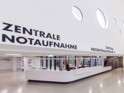 Schuster Innenausbau aus Salach – Modernisierung-Helfenstein-Klinik-Geislingen-Mineralwerkstoff-Theke-Schreinerei