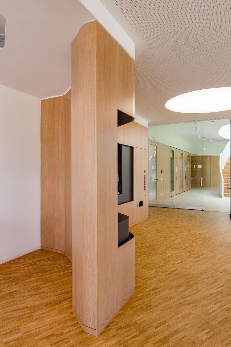 Schuster Innenausbau aus Salach – Innenausbau Laborgebäude in Bad Boll Cafeteria 2