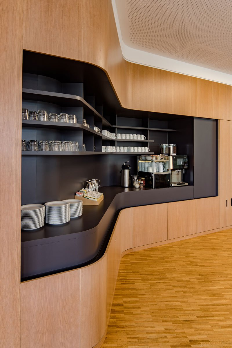 Schuster Innenausbau aus Salach – Innenausbau Laborgebäude in Bad Boll Cafeteria 3