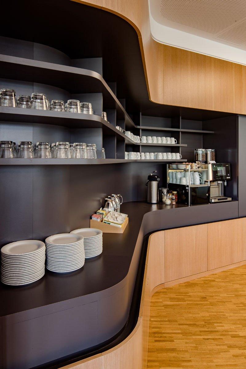 Schuster Innenausbau aus Salach – Innenausbau Laborgebäude in Bad Boll Cafeteria 4