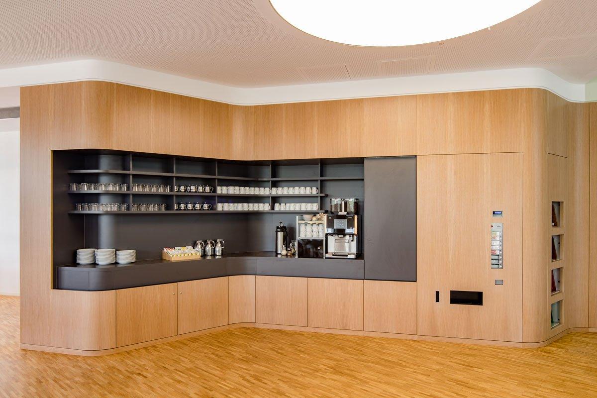 Schuster Innenausbau aus Salach – Innenausbau Laborgebäude in Bad Boll Cafeteria 5