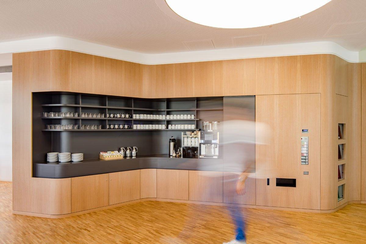 Schuster Innenausbau aus Salach – Innenausbau Laborgebäude in Bad Boll Cafeteria 6