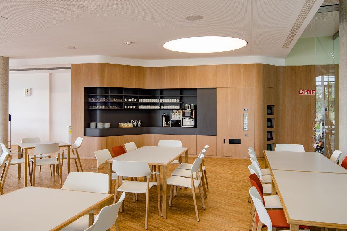 Schuster Innenausbau aus Salach – Innenausbau Laborgebäude in Bad Boll Cafeteria 7