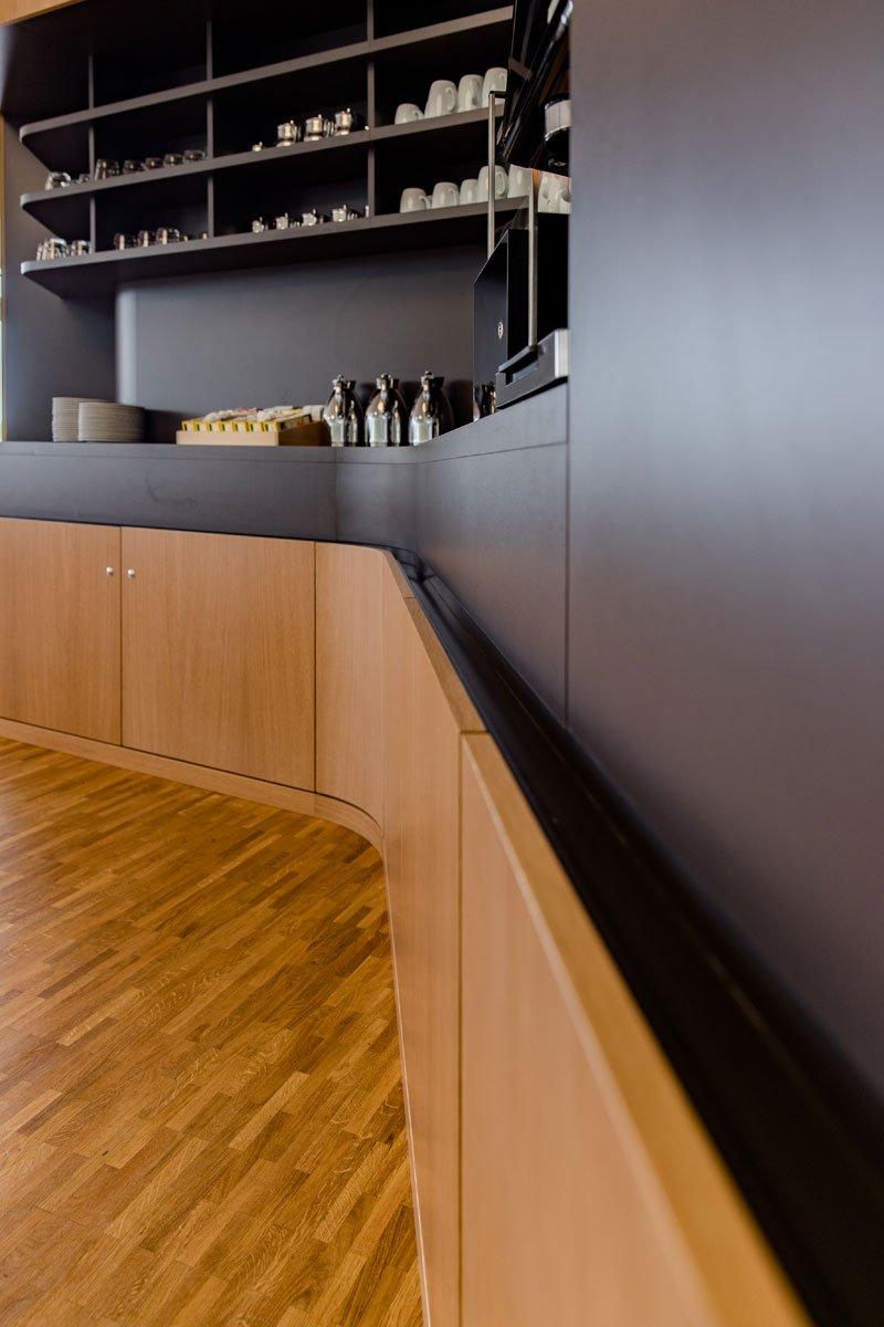 Schuster Innenausbau aus Salach – Innenausbau Laborgebäude in Bad Boll Cafeteria Detail 3