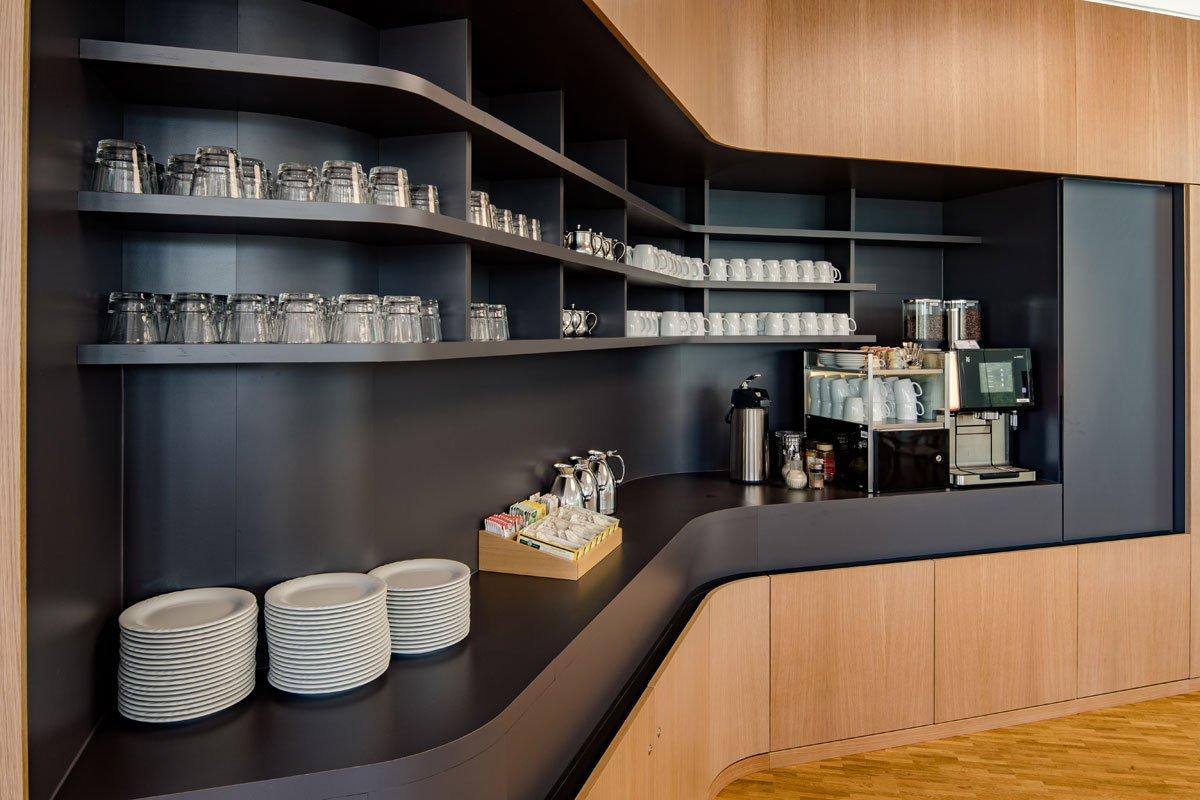 Schuster Innenausbau aus Salach – Innenausbau Laborgebäude in Bad Boll Cafeteria Nische