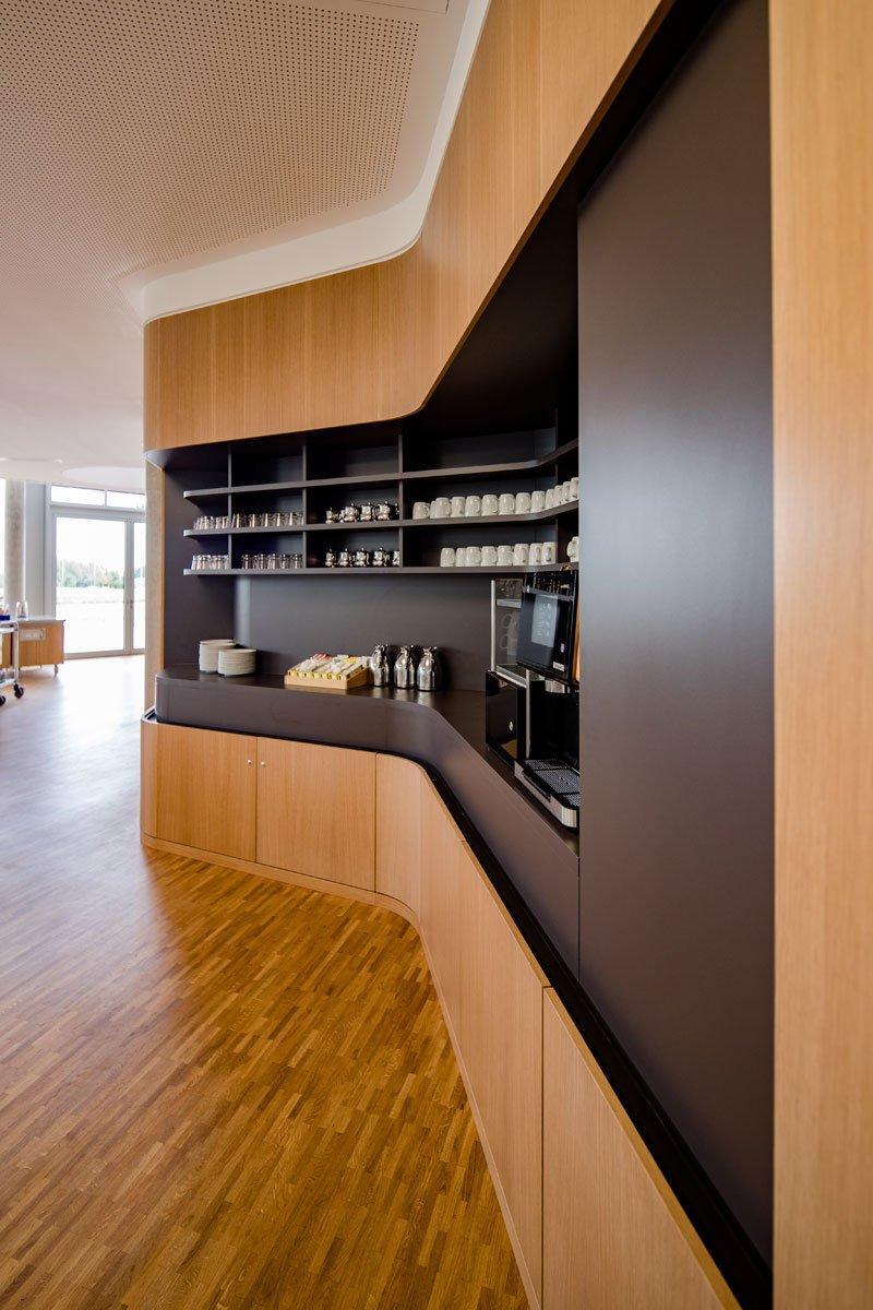 Schuster Innenausbau aus Salach – Innenausbau Laborgebäude in Bad Boll Cafeteria