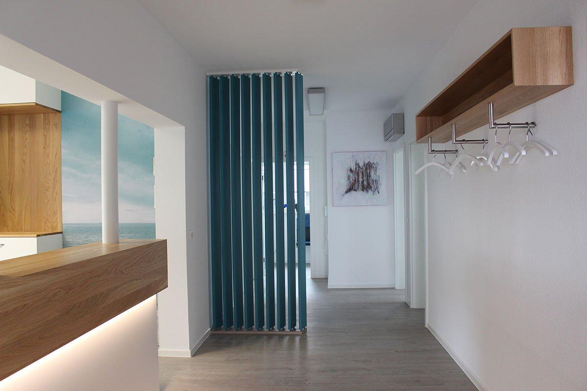 Schuster Innenausbau aus Salach – Umbau einer Zahnarztpraxis in Salach Empfang (2)