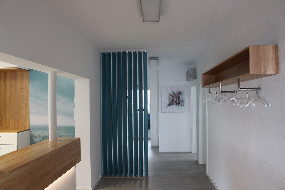 Schuster Innenausbau aus Salach – Umbau einer Zahnarztpraxis in Salach Empfang