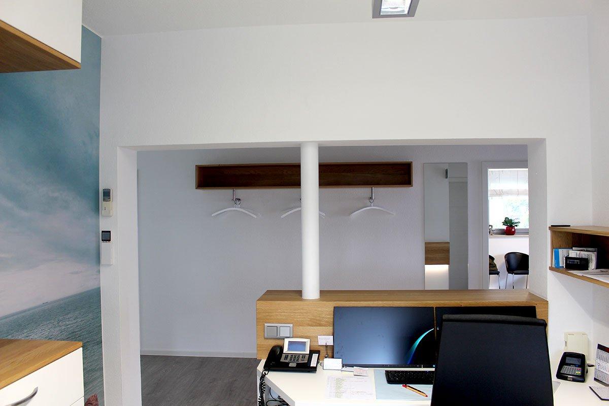 Schuster Innenausbau aus Salach – Umbau einer Zahnarztpraxis in Salach Theke
