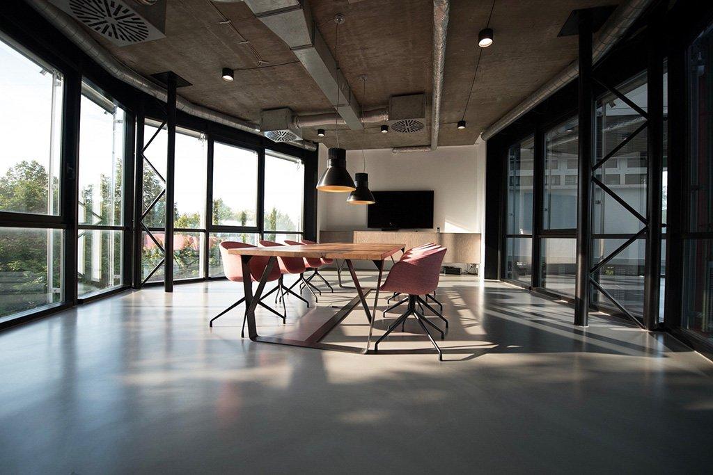 Möbel und Innenausbau mit Stil Seit 1915 steht der Name Schuster in Salach bei Göppingen in der Nähe von Stuttgart für hervorragende Arbeiten aus Holz. Wenn es um exklusive, stilvolle Möbel nach Maß geht, sind wir jederzeit bereit, uns diesen Herausforderungen zu stellen. Mit viel Liebe und Leidenschaft geben wir den Kundenwünschen Gestalt und Charakter, egal ob für den privaten oder den gewerblichen Bereich, ob einzelne Büromöbel oder eine komplette Inneneinrichtung. In unseren Referenzen können Sie sich einen ersten Eindruck unserer Arbeit machen. Wir freuen uns auf Ihre Ideen!