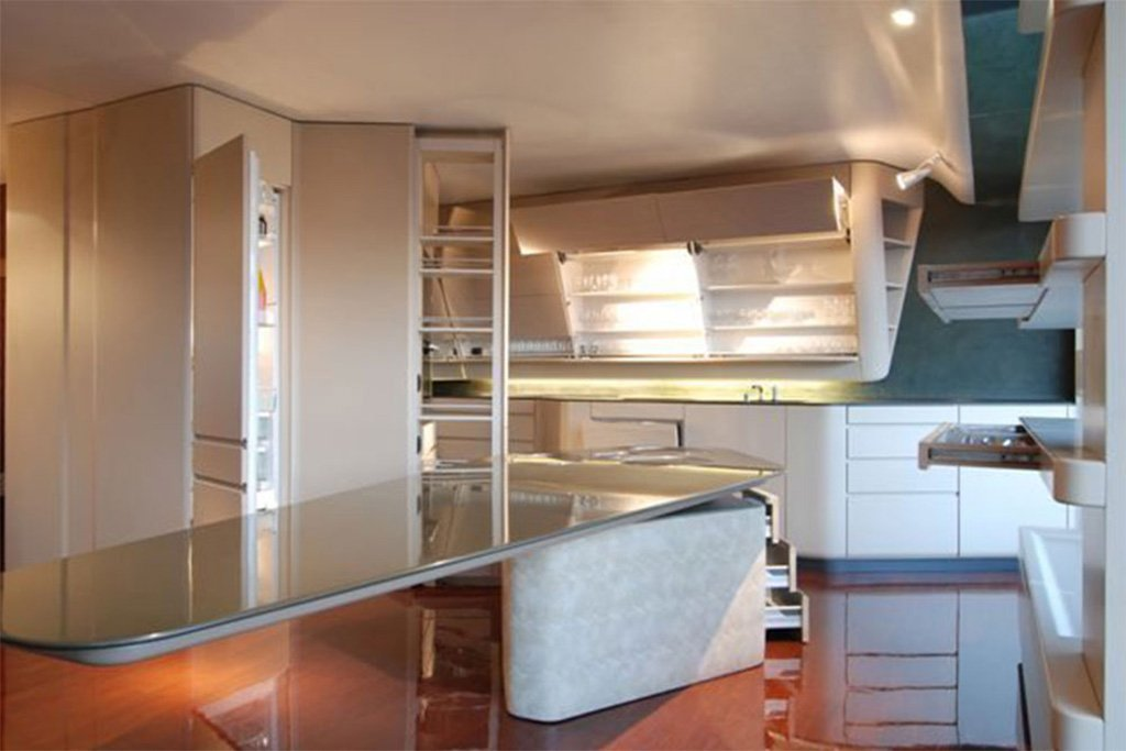 Einbauküchen individuell passend für jeden Raum Von der komplett eingerichteten Traumküche mit allen Eck,- Unter-, Hänge- und Beistellschränken, über die kompakte platzsparende Single-Küche, bis hin zum Profi-Kochstudio oder einer Großraumküche, werden Sie von unseren Mitarbeitern und Fachkräften bestens beraten. Vom Aufmaß bis hin zum gewünschten Material und der äußeren Designführung durch unsere Planungsabteilung in Salach für Möbel- und Interior Design können wir nahezu jede Vorstellung realisieren. Zurückblickend auf eine 100-jährige Familientradition des Schreinerei- und Tischlerhandwerkes sind wir die richtigen Ansprechpartner. Auf über 1.4 TSD Quadratmeter Betriebsfläche haben wir genügend Platz, um nahezu jedes Ausmaß zu fertigen und zu montieren.