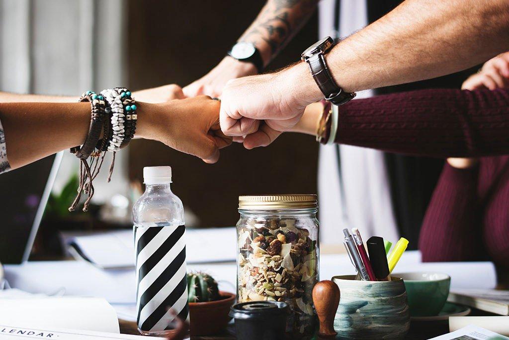 Warum sollten Sie uns als Innenausbau Partner wählen? Wir bieten Ihnen ein umfangreiches Paket an Leistungen aus einer Hand, ganz gleichgültig ob Sie neue Konzepte für Hotel und Gastronomie suchen, Experten für Ladenausbau benötigen oder beim Thema Arbeitswelten und der Büroplanung sachkundige und kompetente Unterstützung möchten. Der Hauptfokus unserer Planer für hochwertigen Innenausbau, Büroplanung und Arbeitswelten liegt auf der Individualität. Jedes unserer Konzepte ist einzigartig, hochwertig und direkt auf Ihre persönlichen Ansprüche und Bedürfnisse abgestimmt. Wir lieben unsere Arbeit!