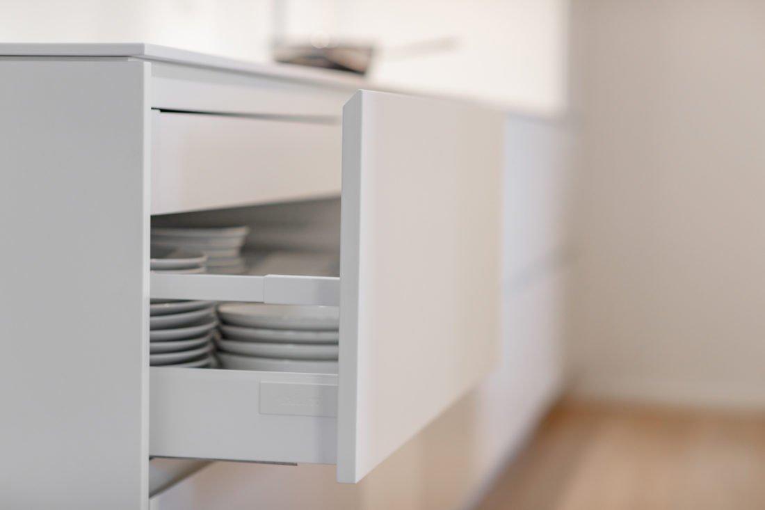 Schuster Innenausbau aus Salach – Küche Innenausbau modern Design Schubkasten