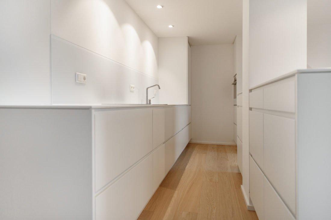Einbauküche Modern moderne und hochwertige einbauküche in weiß geradlinig und schlicht