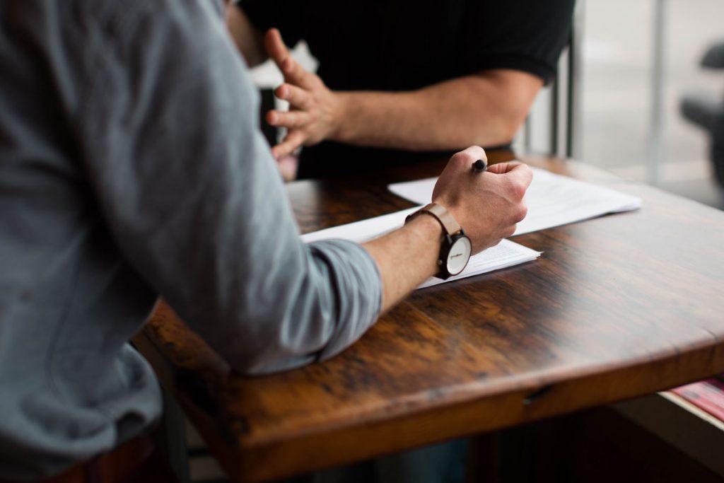 Intensive Beratung und Kundenservice Überzeugen Sie sich selbst und sprechen Sie mit unseren Experten über die Details – Sie finden bei uns immer ein offenes Ohr. Ganz gleich, ob Sie sich privat oder gewerblich Unterstützung wünschen: Wir in unserer Schreinerei und Planungsabteilung lassen Ihre Träume wahr werden!