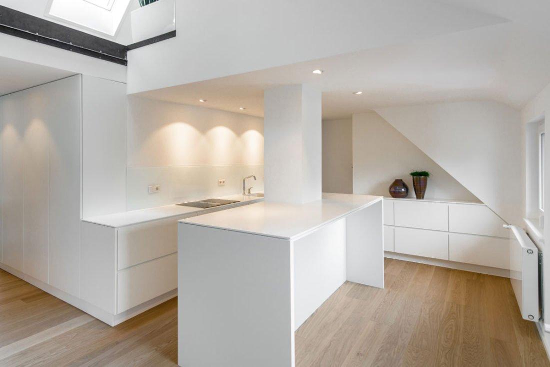 Von der Idee zum idealen Innenausbau Möbelbau nach Maß bietet viele Vorteile. Ihre Schreinerei aus Göppingen liefert Ihnen passgenaue Einbauten. Bei uns wird kein Millimeter verschenkt. Die in unserer Tischlerei entwickelten Möbelstücke fügen sich optimal in den Raum. Dafür sorgt eine gut durchdachte Möbelplanung im Vorfeld. Selbstverständlich nehmen wir uns auch für Ihre Küchenplanung viel Zeit. Von der Planung bis zur Montage – wir nehmen uns die Zeit, um all Ihre Wünsche Realität werden zu lassen. Klar, dass wir dabei aber auch keine Zeit verschenken. Schließlich möchten Sie sich schon bald über eine neue Inneneinrichtung freuen.