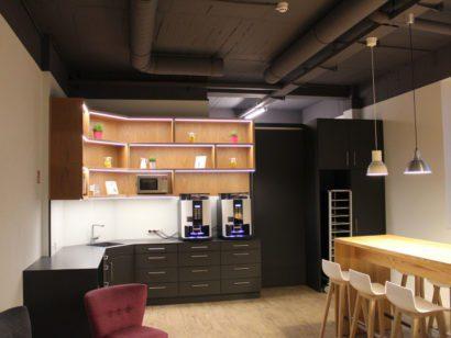 Schuster Innenausbau aus Salach – Planung und Produktion einer neuen Teeküche in Stuttgart Titel
