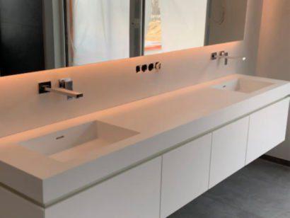 Schuster Innenausbau aus Salach – Mineralwerkstoff Waschtisch für ein Badezimmer mit LED Spiegel titel