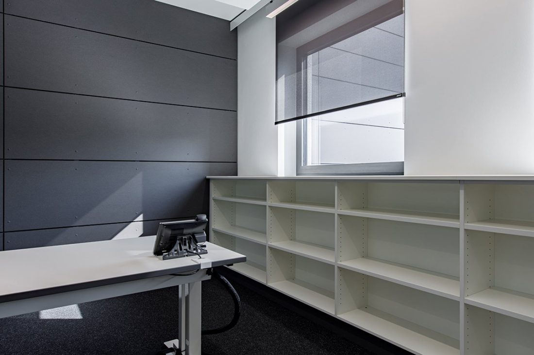 Schuster Innenausbau aus Salach – Bürogebäude mit Charme - Brüstungsmöbel Arbeitsplätze
