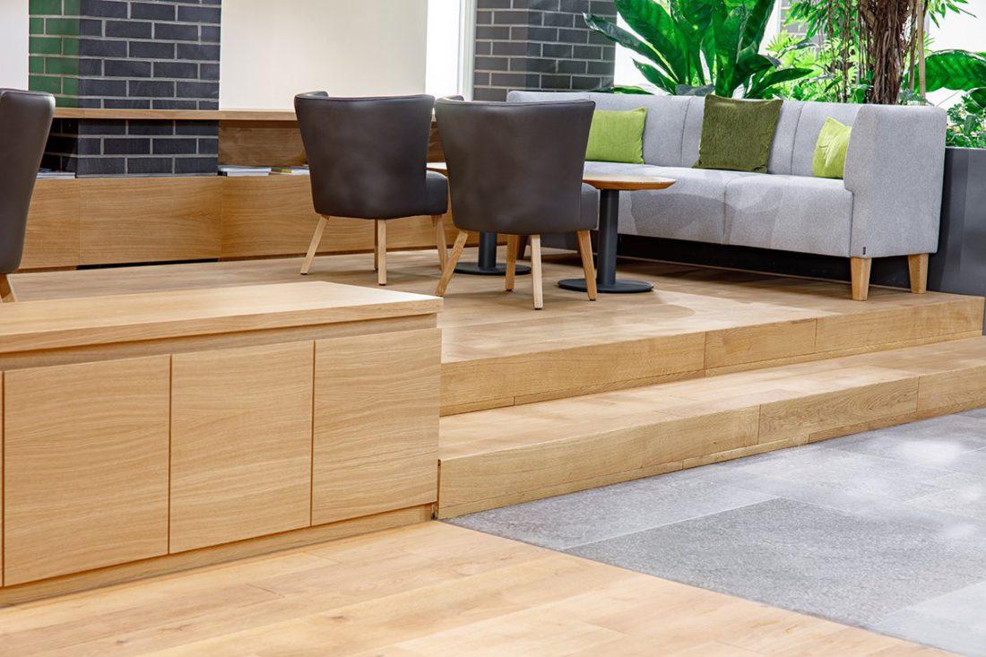 Schuster Innenausbau aus Salach – Bürogebäude mit Charme - Eiche Sideboards